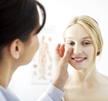 Kontroll efter näsplastik